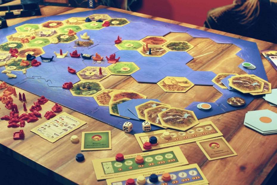 Kolonsten van Catan uitbreiding piraten en ontdekkers